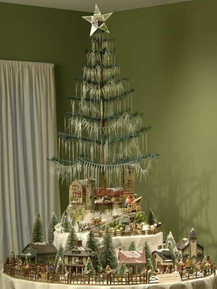 Antique Christmas Display At The Taft Museum Of Art In